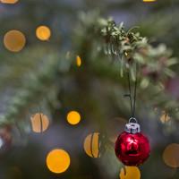 gran gren julekugle med julepynt.jpg