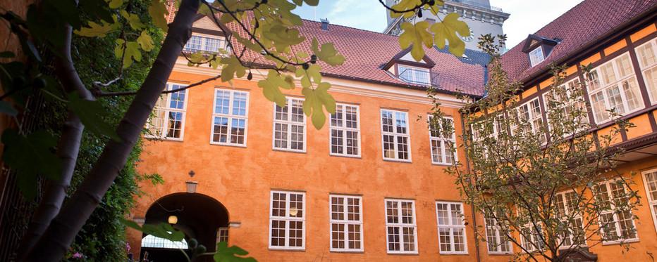 Bispegården i Københvan danner rammen for kirkeudvalgets møde med biskoppen