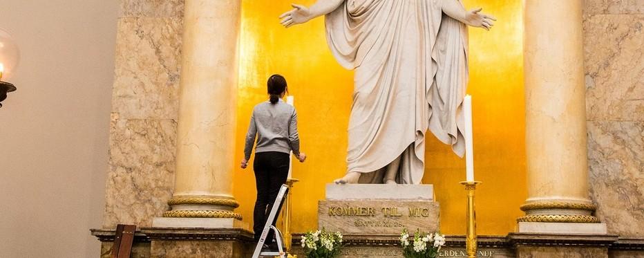 Kirketjener i funktion i domkirken